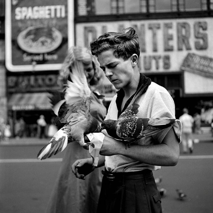 Storytelling in Photography - Birds by Vivian Maier