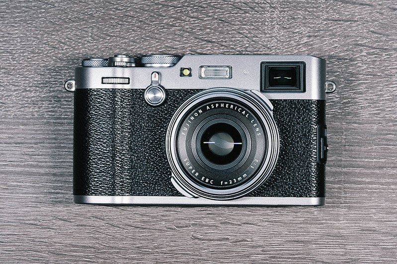 Mirrorless Camera - FujiX100F